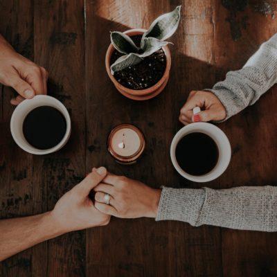 Gemeinsame Kaffeepause / Liebevolle Zuwendung